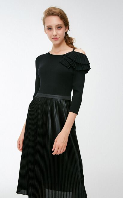 Vero Moda 2018 Autumn Asymmetrical Off-shoulder Accordion Knitted Dress, Black, large